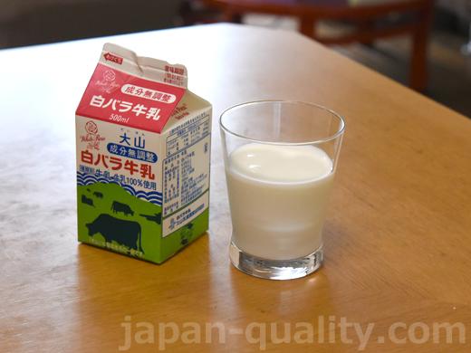 飲んでみました:大山白バラ牛乳【大山乳業農業協同組合】